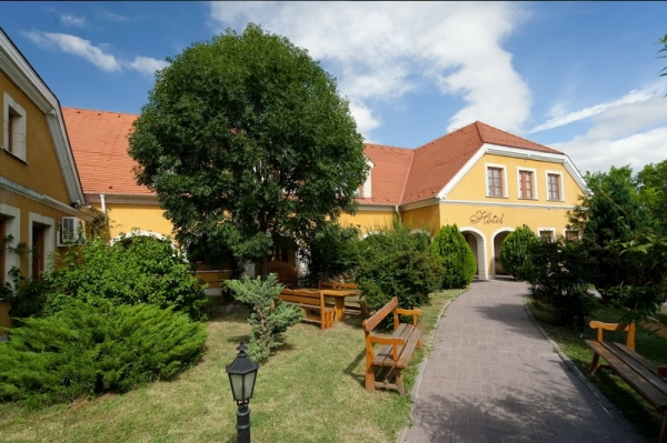 Szigetszentmiklós - Hotel Gastland (M0), Restaurant and Conference Centre